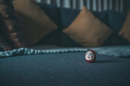 Fotos de stock gratuitas de almohada, amortiguar, bola, mesa