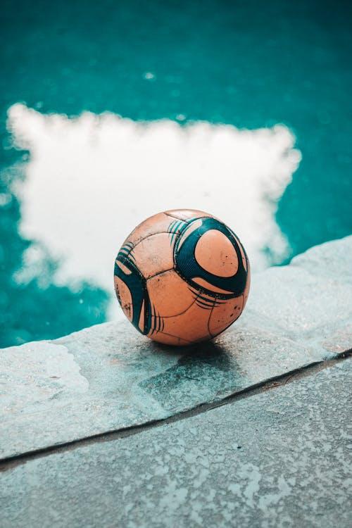Kostnadsfri bild av bassängkant, boll, dagsljus, klot