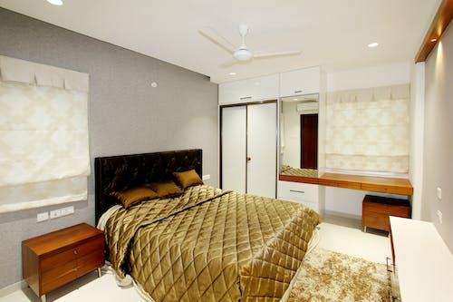 Ingyenes stockfotó ágy, arany színű, aranysárga, belsőépítészet témában