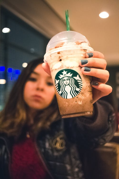 Foto d'estoc gratuïta de cafè, cara seriosa, copa, frappuccino