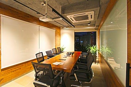 Ingyenes stockfotó asztal, belsőépítészet, belsővel, beltéri növények témában