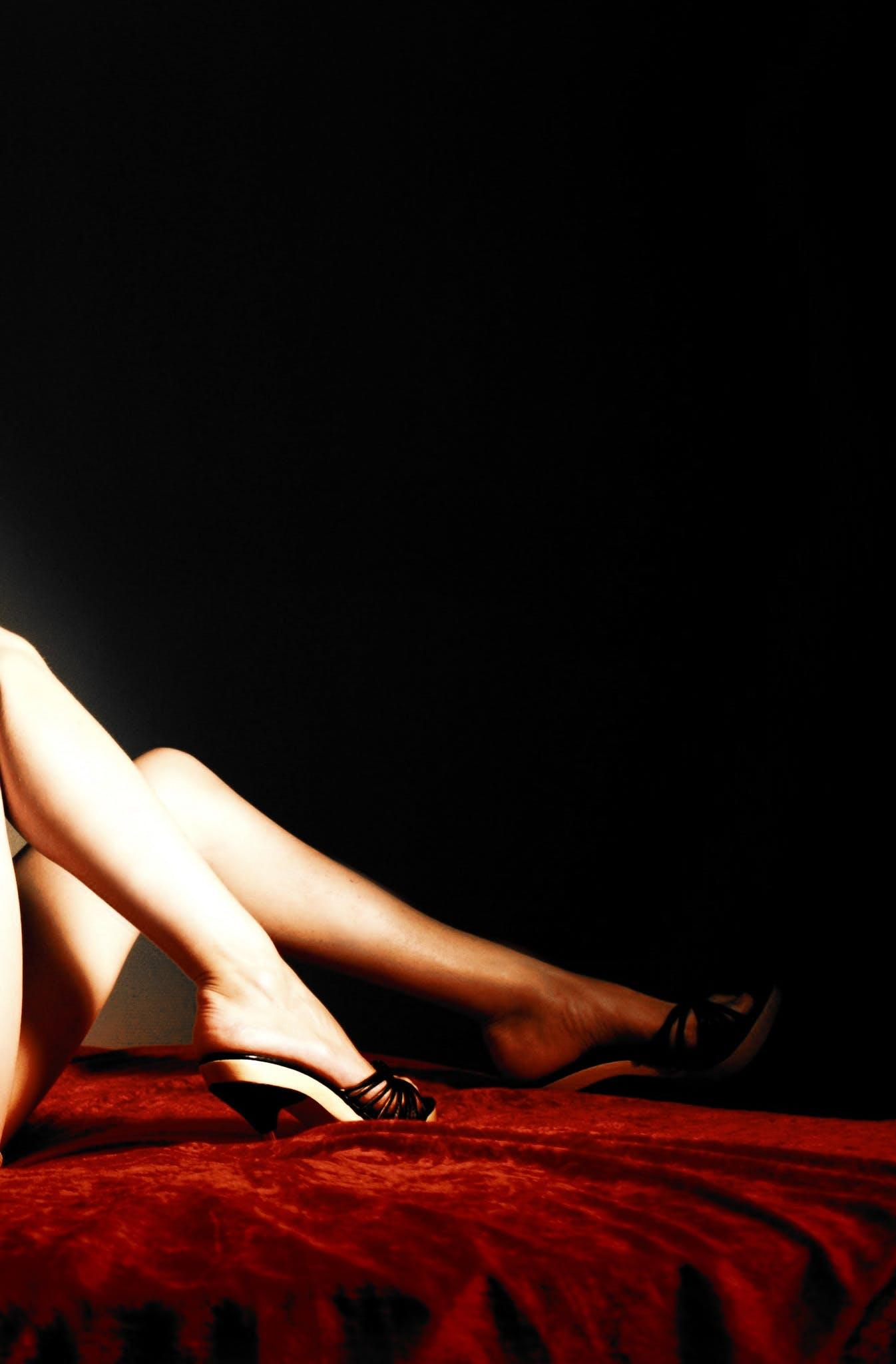 Kostenloses Stock Foto zu aufführung, beine, dunkel, erotisch