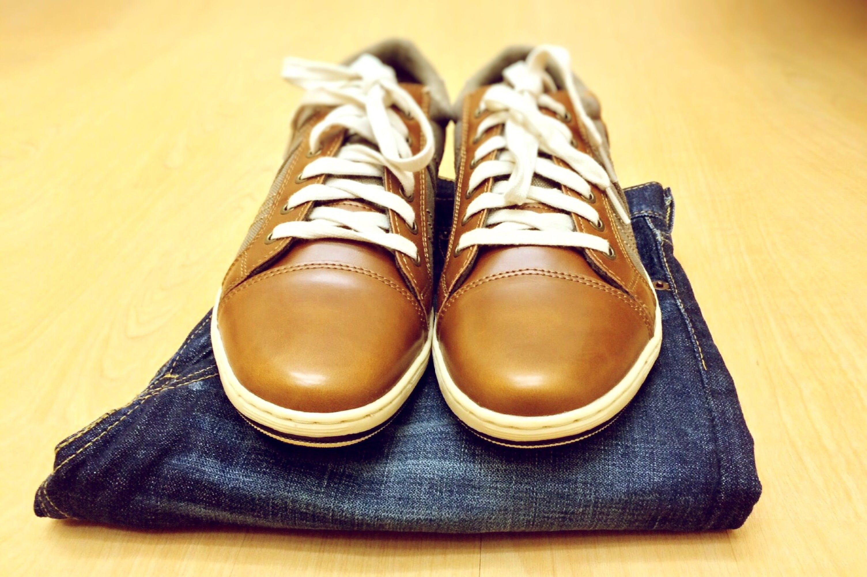 Kostenloses Stock Foto zu holz, fashion, jeans, schuhe