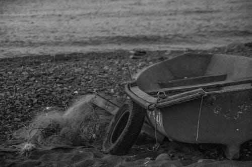 Foto profissional grátis de antigo, barco, barco de pesca, escasso