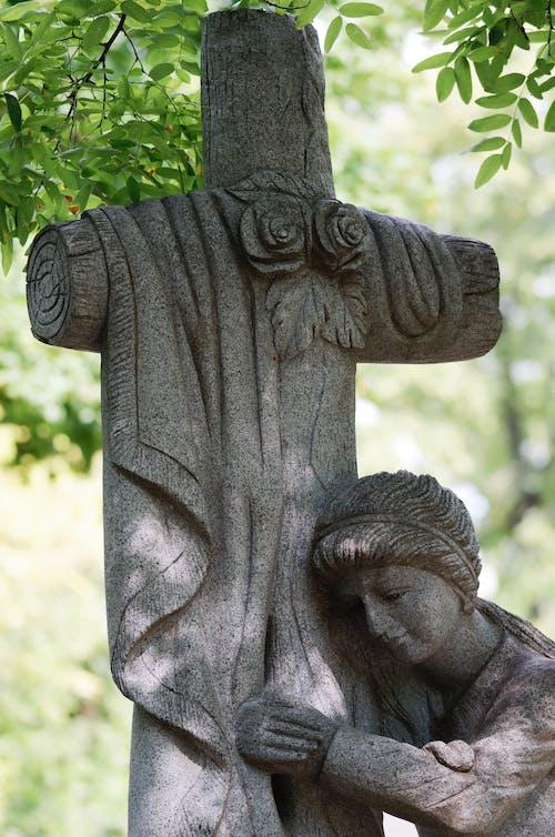 Gratis stockfoto met artistiek, beeld, begraafplaats, bladeren