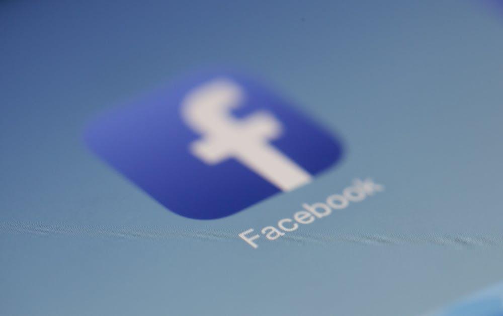 Facebook logo. | Photo: Pexels