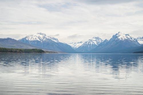 คลังภาพถ่ายฟรี ของ ทะเลสาป, ภูเขา, ภูเขาที่ปกคลุมด้วยหิมะ, อุทยานแห่งชาติธารน้ำแข็ง