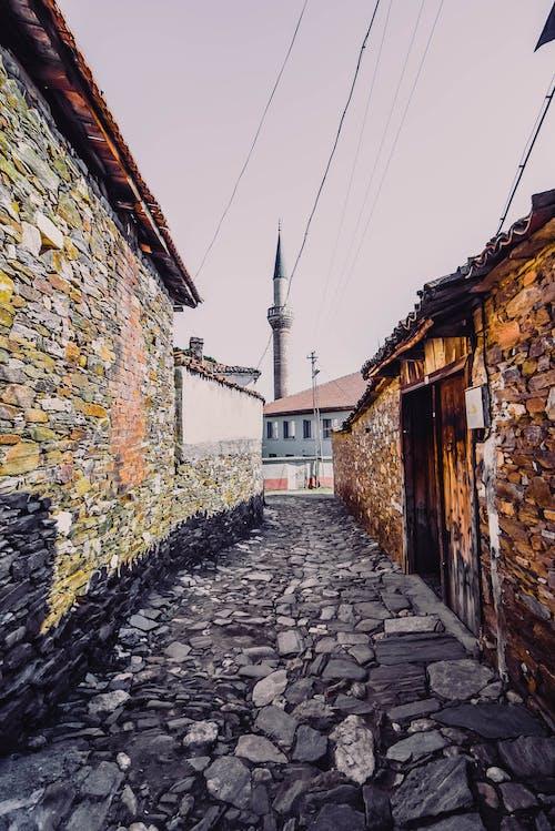 Immagine gratuita di fasci di luce, vecchia strada