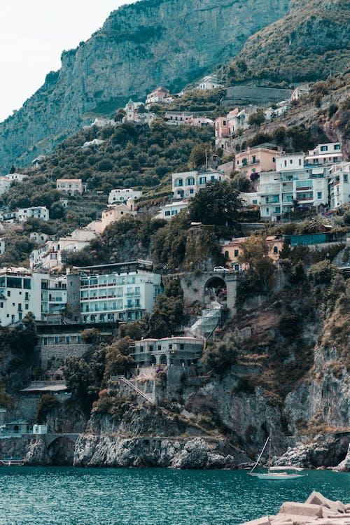 Ilmainen kuvapankkikuva tunnisteilla amalfi, amalfin rannikko, arkkitehtuuri, hiekkaranta