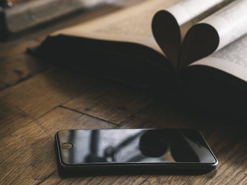 Бесплатное стоковое фото с iphone, дерево, документ, знания