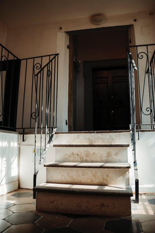 Photos gratuites de appartement, couloir, escalier, europe