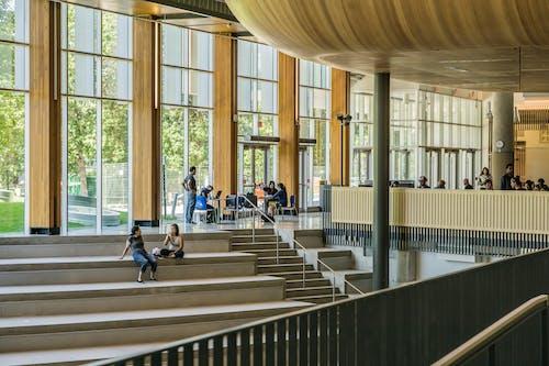 Gratis arkivbilde med arkitektur, bygning, glass, innendørs