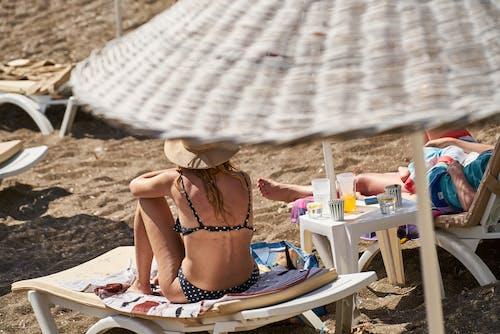 Kostenloses Stock Foto zu bikini, chillen, draussen, ferien
