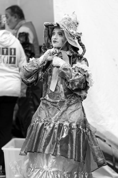 Darmowe zdjęcie z galerii z aktor, czarno-biały, ekspresja, kapelusz