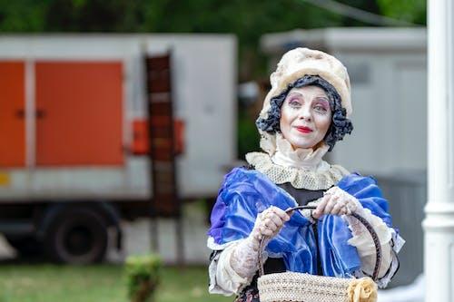 Darmowe zdjęcie z galerii z aktor, ciężarówka, gest, kobieta