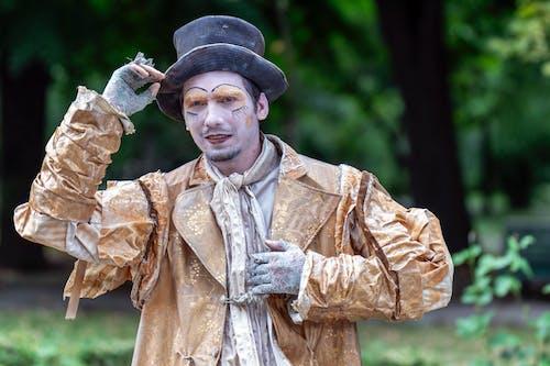 Darmowe zdjęcie z galerii z aktor, chodnik, figura, kapelusz