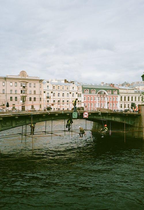 강, 건물, 건설, 건축의 무료 스톡 사진
