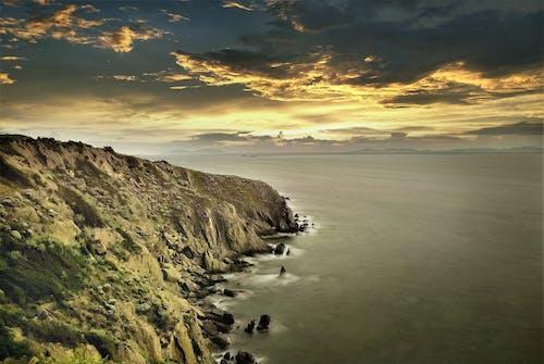 altın saat, deniz, deniz manzarası, güzel gün batımı içeren Ücretsiz stok fotoğraf