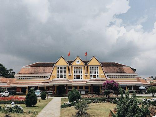 Безкоштовне стокове фото на тему «блакитне небо, Будівля, В'єтнам, жовтий»
