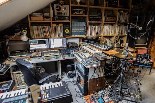 Foto d'estoc gratuïta de Dj, equip musical, estudi de música, instrument musical