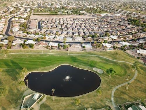 Ingyenes stockfotó golfpálya, légi felvételek, légi fotózás, tavacska témában