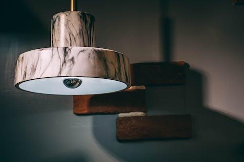 Gratis arkivbilde med bordlampe, klinkekule, lampe, lett
