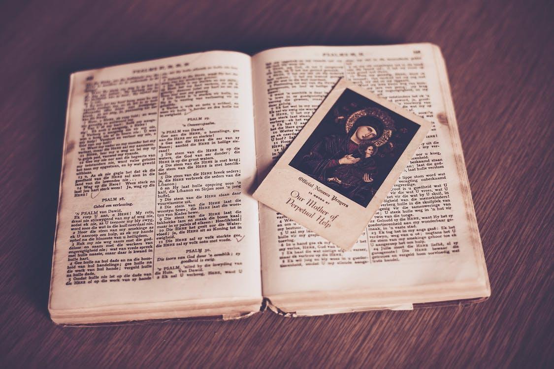 Bíblia, livro aberto, livro antigo