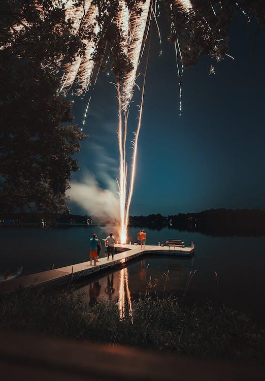 asap, badan air, bunga api