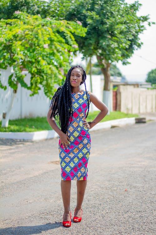 Ảnh lưu trữ miễn phí về cô gái châu phi in hình đứng trên đường #african