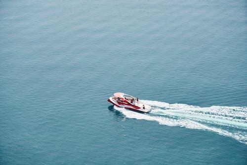 Foto profissional grátis de água, ao ar livre, barco, barco a motor