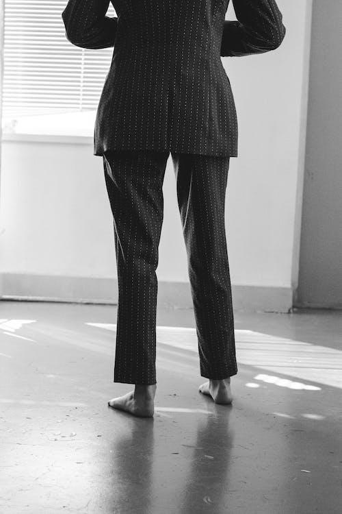 Безкоштовне стокове фото на тему «Дівчина, легкість, ноги, одяг»