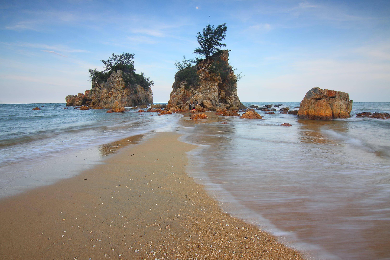 Rocks Beside Body of Water