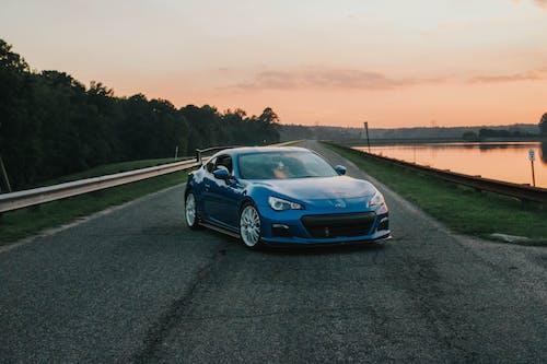 Fotobanka sbezplatnými fotkami na tému asfalt, auto, automobil, automobilový priemysel