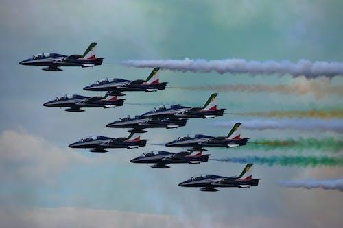 Photos gratuites de acrobaties aériennes, air, armée de l'air, atmosphère