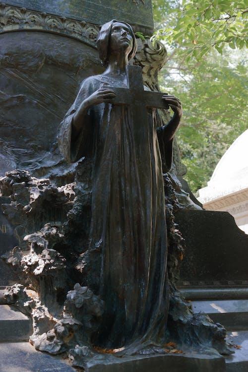 Darmowe zdjęcie z galerii z artystyczny, cmentarz, drzewa, grób