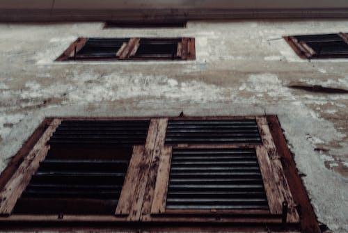 Бесплатное стоковое фото с Архитектурное проектирование, коричневый, окна
