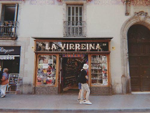 Gratis lagerfoto af arkitektur, butikker, dagslys, eksteriør