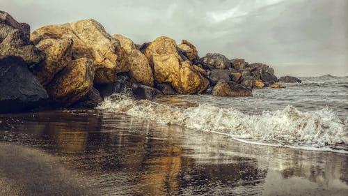 Gratis stockfoto met golven, h2o, hemel, keien