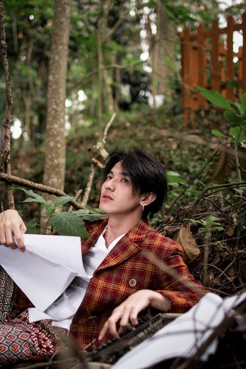 Безкоштовне стокове фото на тему «азіатський чоловік, великий план, верхній одяг, вираз обличчя»