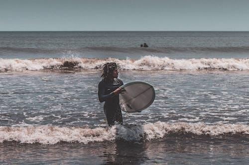 Бесплатное стоковое фото с Активный, активный отдых, афро-американец, берег моря