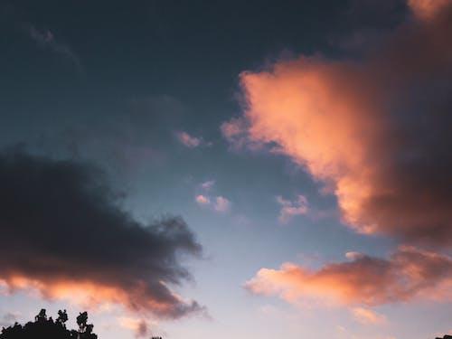 Безкоштовне стокове фото на тему «блакитне небо, гарний захід сонця, Захід сонця, краєвид»