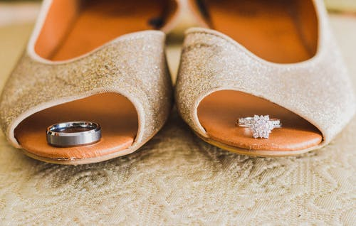 Fotos de stock gratuitas de anillos de boda, nupcial, Zapatos