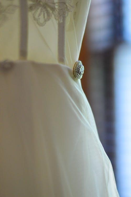 Fotos de stock gratuitas de detalles, preparándose, vestido de boda