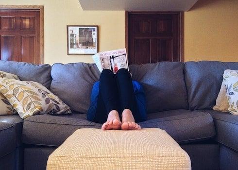 Kostenloses Stock Foto zu person, füße, entspannung, haus