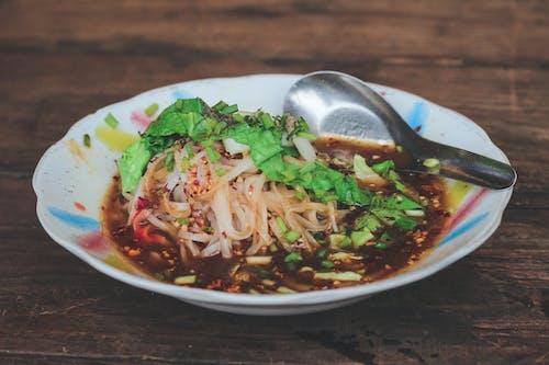 Fotos de stock gratuitas de cabeza, cuchara, plato, sopa
