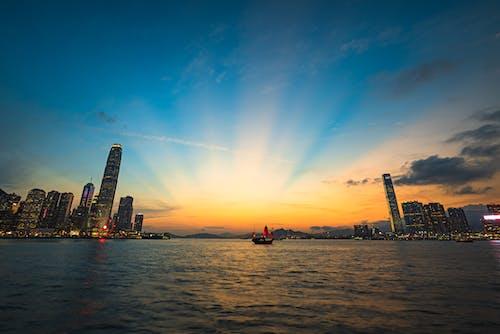 Foto d'estoc gratuïta de hong kong, port de victòria, raig de llum