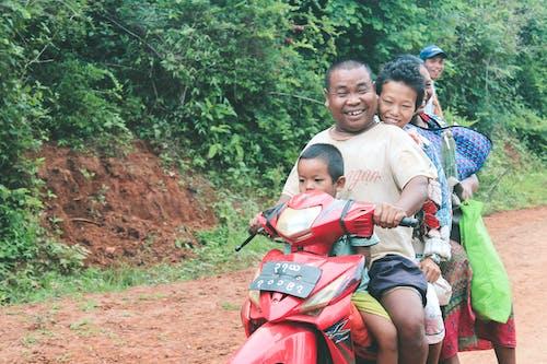 Fotos de stock gratuitas de bici, felicidad, niños asiáticos, sonreír