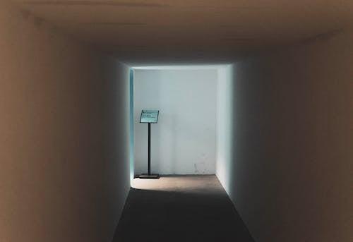 Δωρεάν στοκ φωτογραφιών με αδειάζω, αρχιτεκτονικό σχέδιο, διάδρομος, εσωτερικοί χώροι