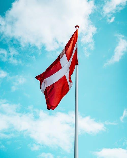 Immagine gratuita di bandiera, cielo azzurro, danese, danimarca