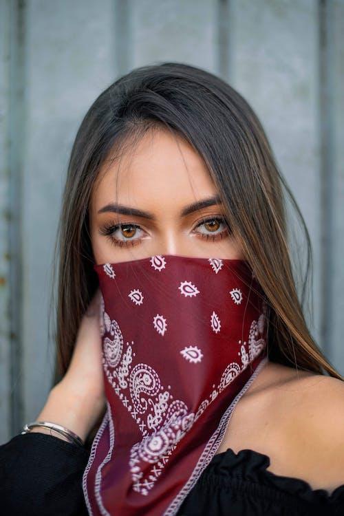 人, 優雅, 光鮮亮麗, 印花大手帕 的 免费素材照片